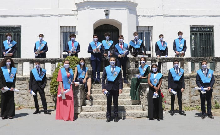 2nd year graduation students are taking the official Graduation Day photo
